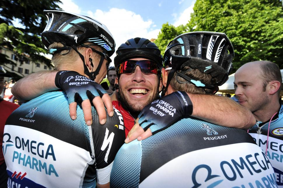 Mark Cavendish with OPQS team mates (pic Gian Mattia d'Alberto, LaPresse, RCS Sport)