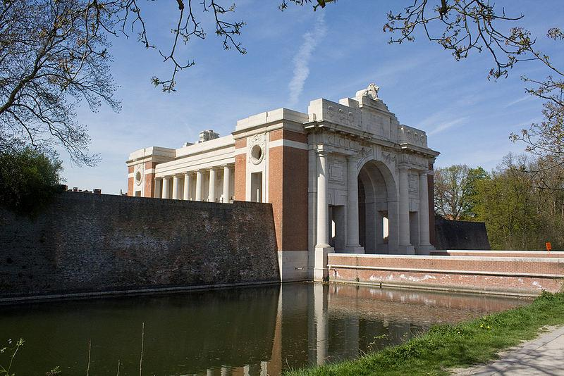 Menin Gate, Ypres (CC licensed 3.0 on Wikimedia Commons by Johan Bakker