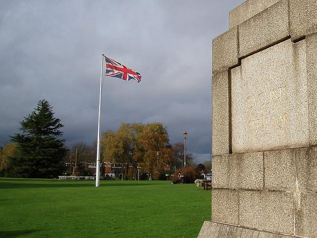 Meriden Green with National Cyclists' Memorial on right, CC BY SA 2.0 licensed on Flickr by Amanda Green