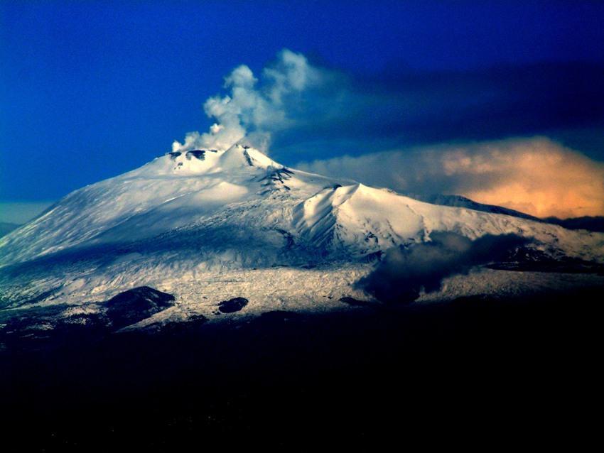 Mount Etna/Josep Renalias, Wikimedia Commons.JPG