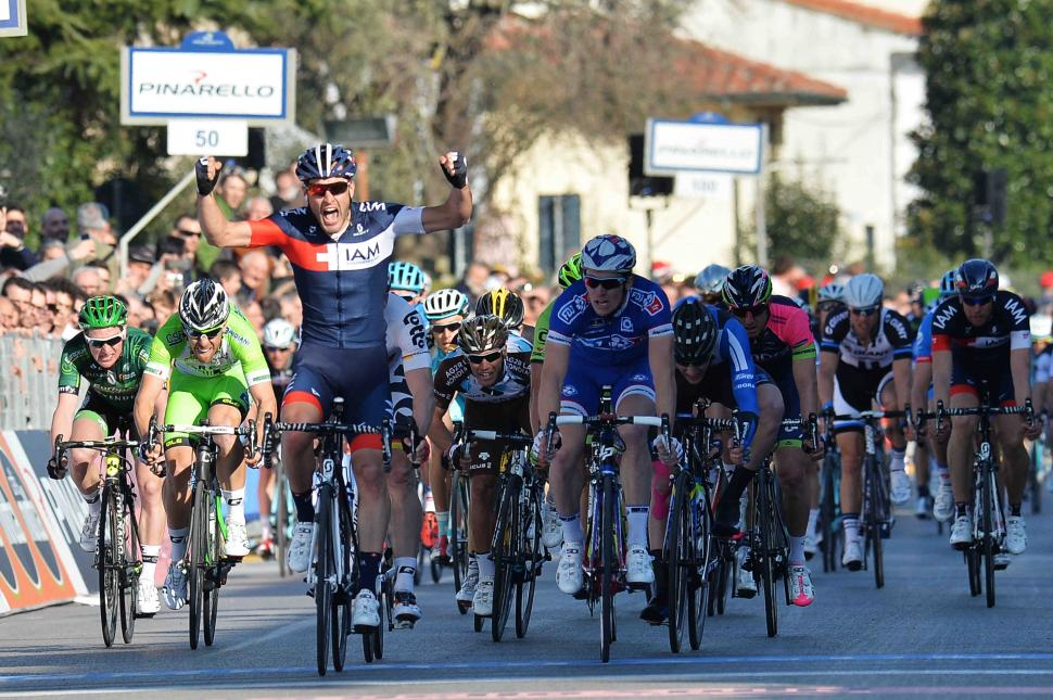 Pelucchi wins Tirreno Stage 2 sprint (picture LaPresse)