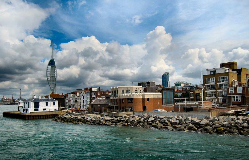 Portsmouth harbour (CC BY-SA 2.0 Ronald Saunders:Flickr)