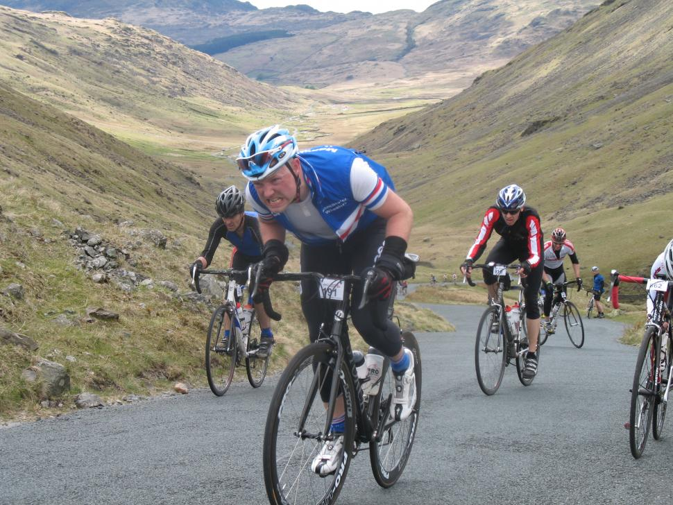 Riders battle the climbs in the Fred Whitton Challenge (CC BY 2.0 licenced by Paul dobson:Flickr)