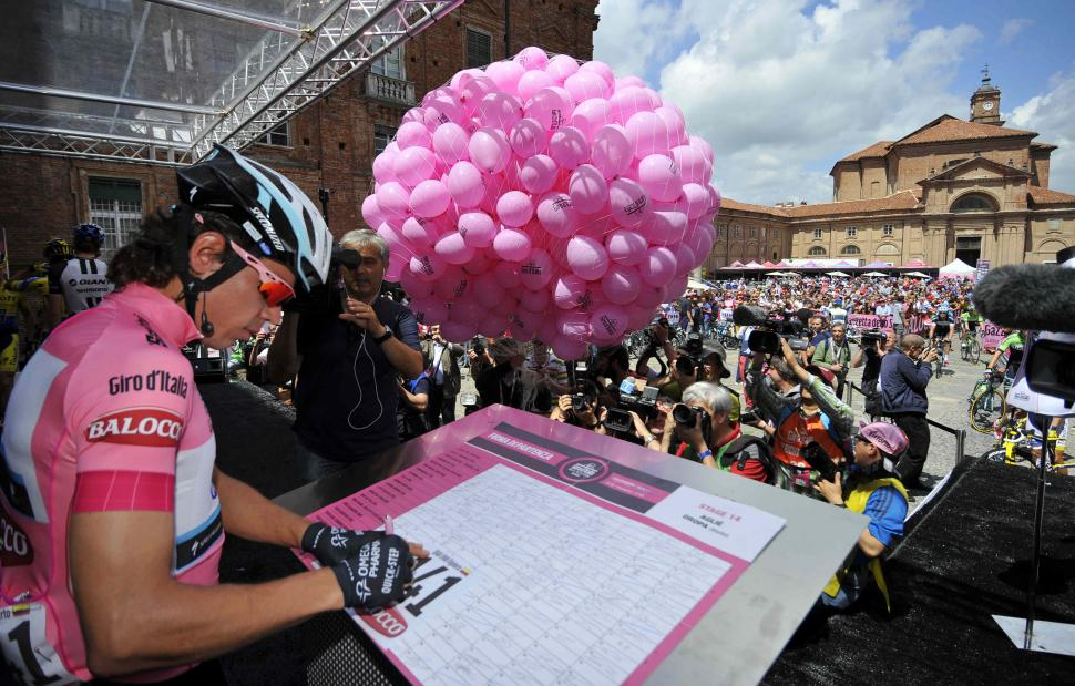 Rigoberto Uran signs on at start of 2014 Giro S14 - picture credit LaPresse