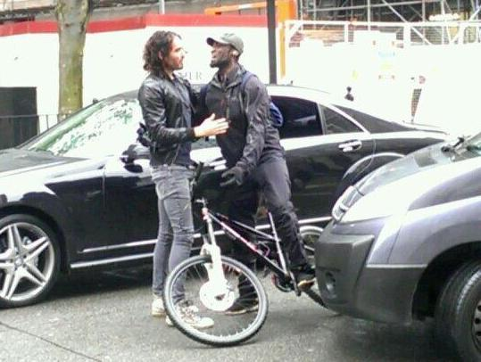 Russell Brand hugs a cyclist (pic @Joe Stas)