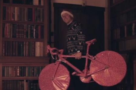 Sir Chris Hoy Helps Santa And Evans Cycles In Christmas Ad