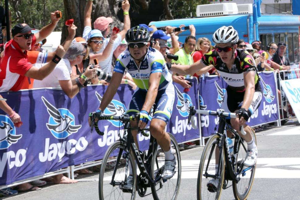 Slagter congratulates Gerrans on stage win (picture Santos Tour Down Under, Regallo)