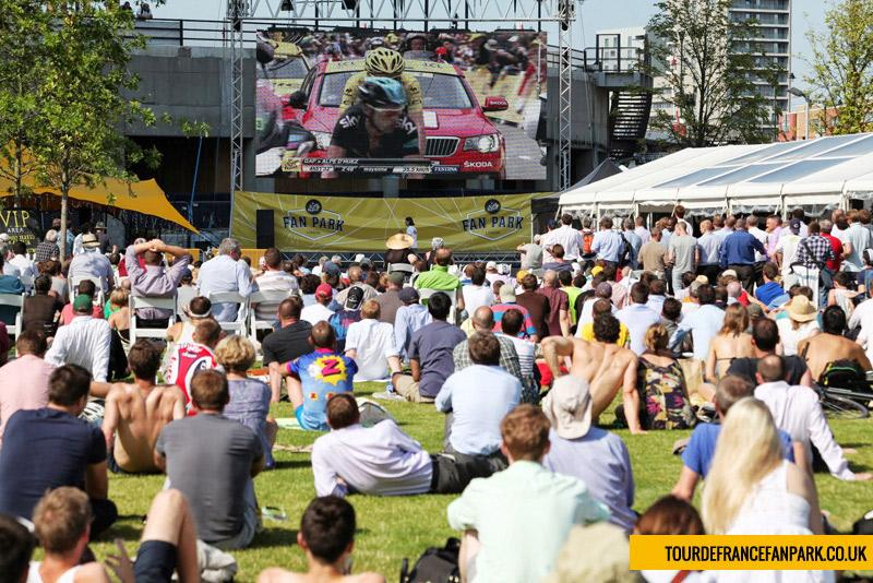 Spectators watch the action at a Tour Fan Park (©tourdefrancefanpark.co.uk)