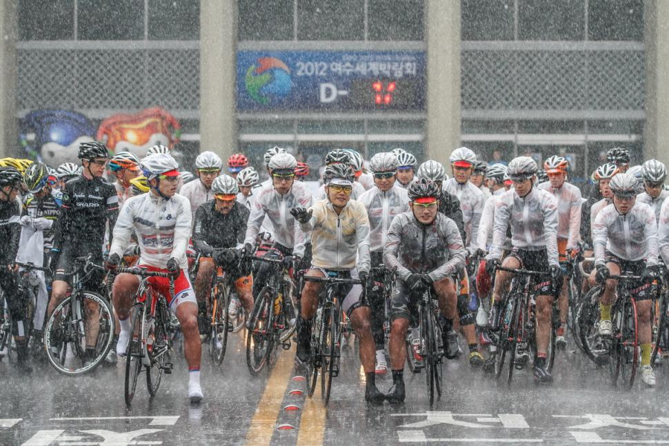 Tour de Korea Stage 4 start pre-abandoment (copyright Tour de Korea:Aaron Lee)