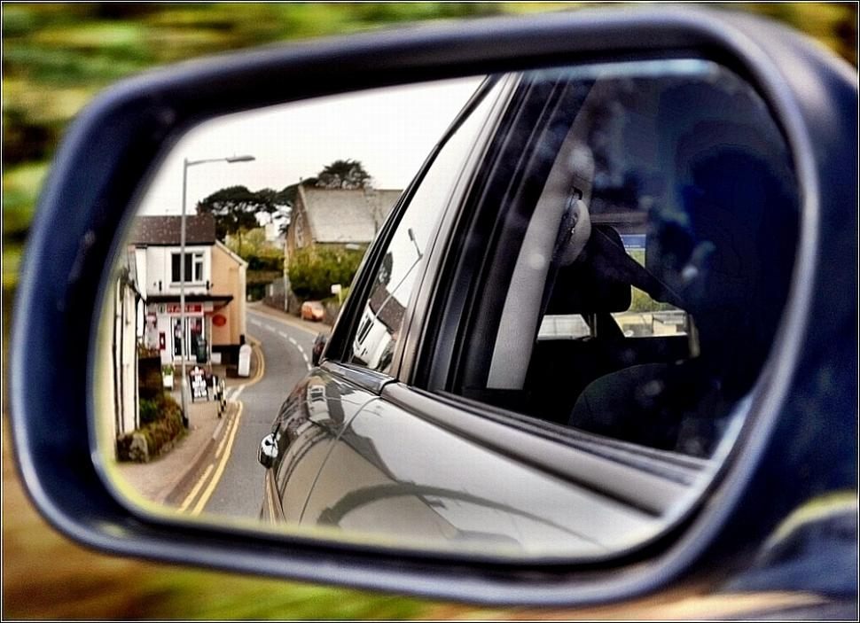 Wing mirror (licensed on Flickr under CC-BY-ND 2.0 by bobchin1941)