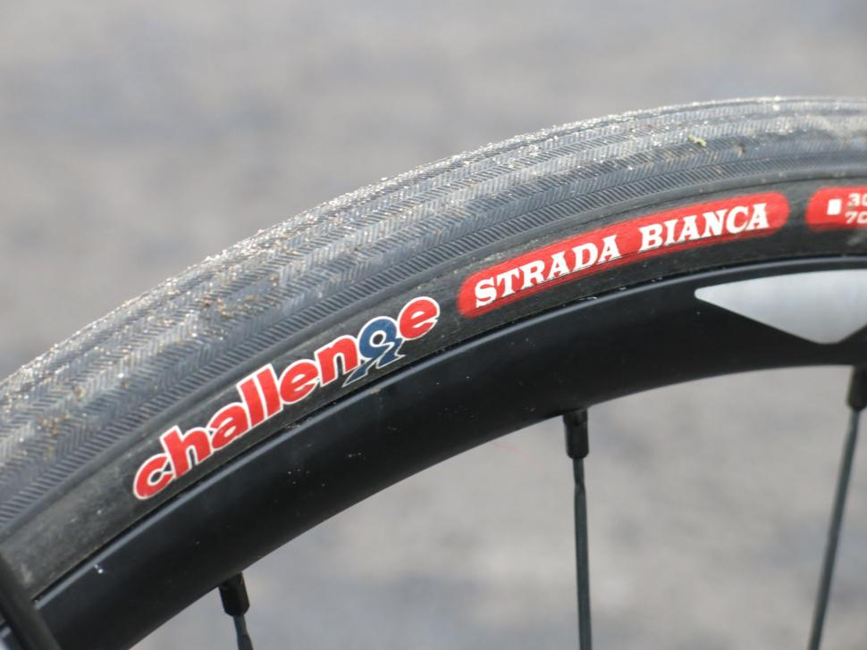 http://road.cc/sites/default/files/styles/main_width/public/images/Products/Challenge%20Strada%20Bianca%20tyre.jpg?itok=95vhNdzR