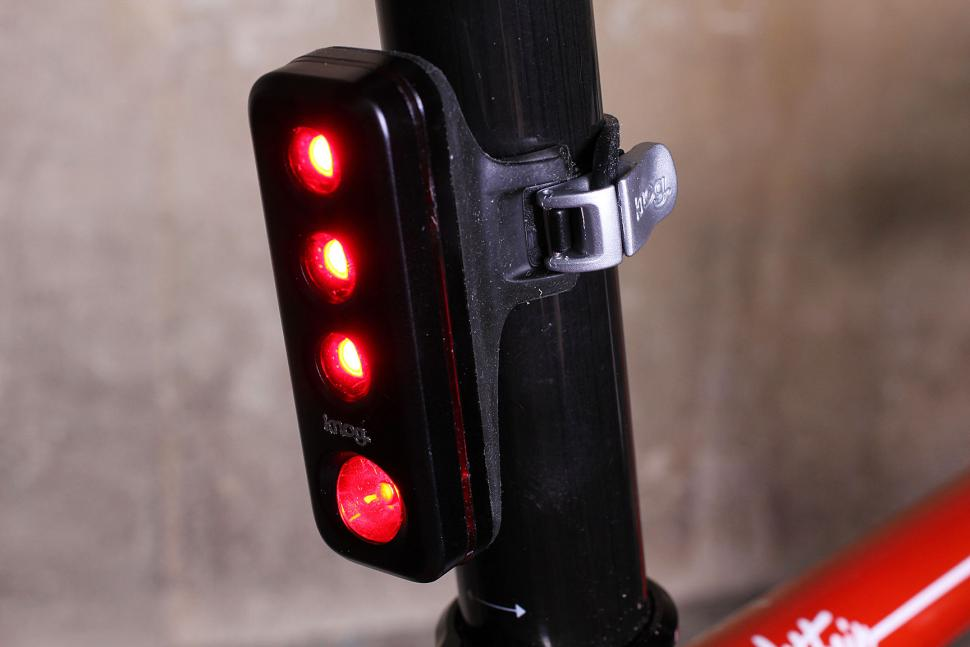 Review Knog Blinder Road R70 Road Cc
