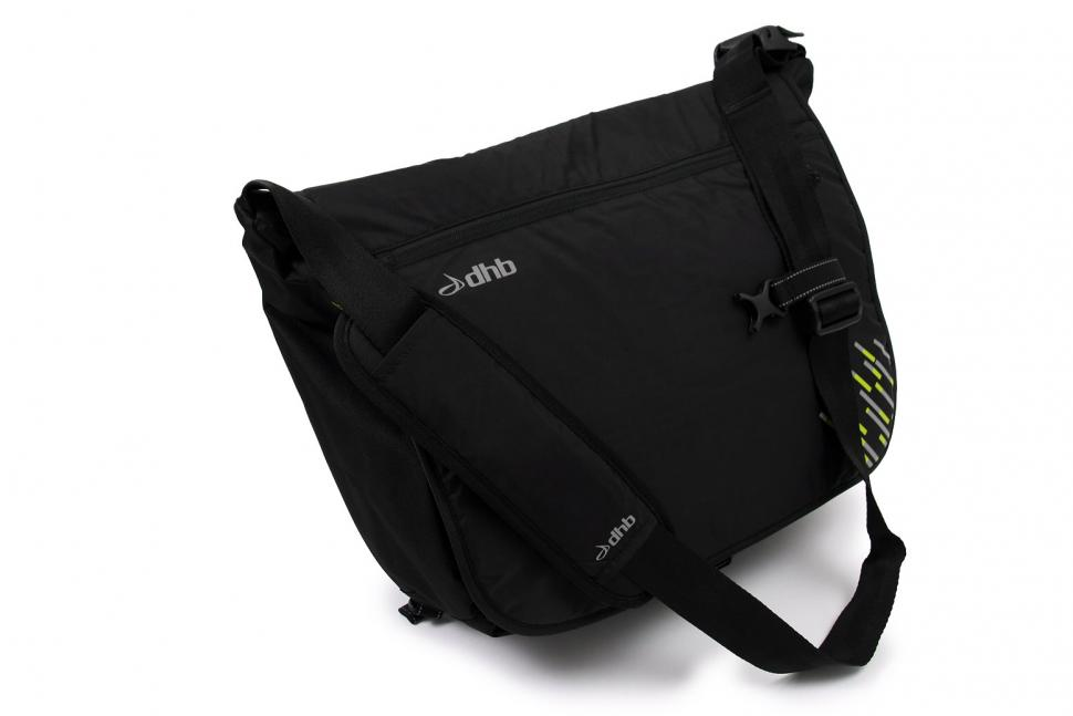 dhb Blok 18L messenger bag