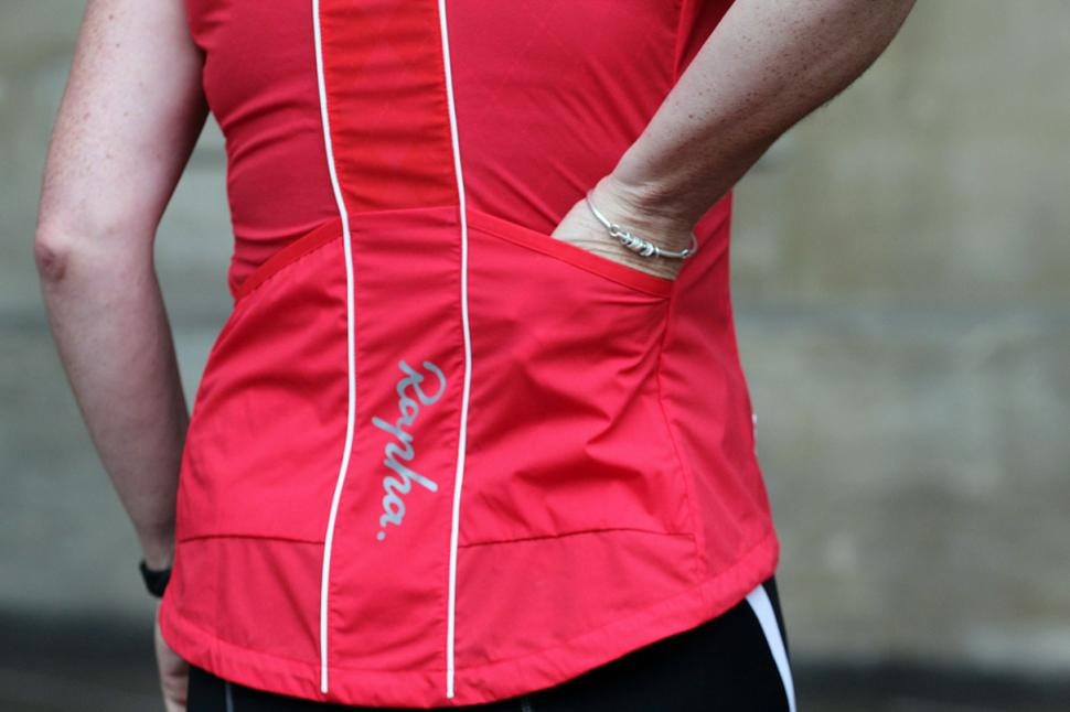 Rapha Womens Gilet - back pocket