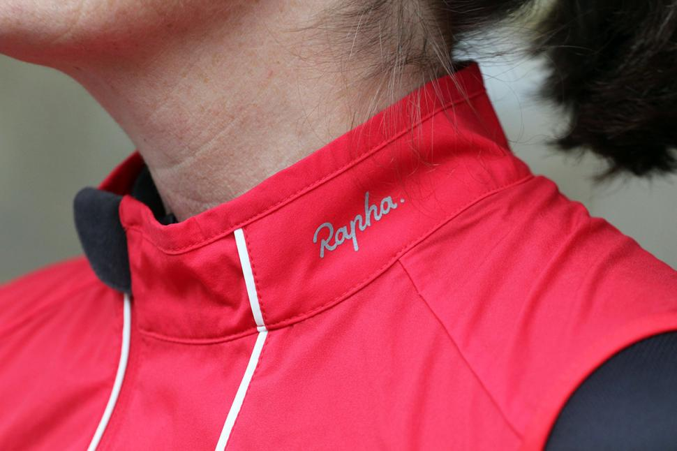 Rapha Womens Gilet - logo