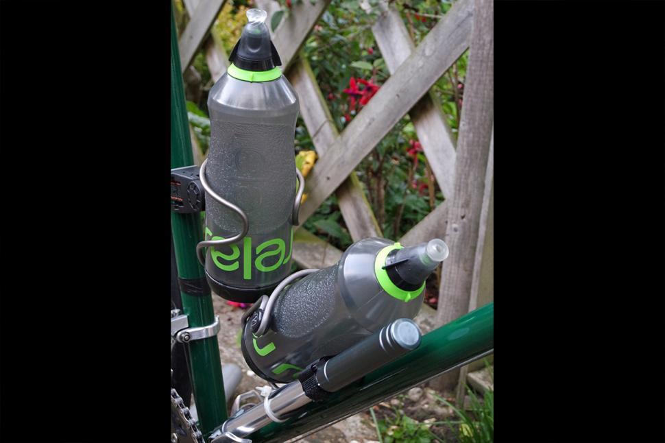 Relaj bottles baggy fit in cages