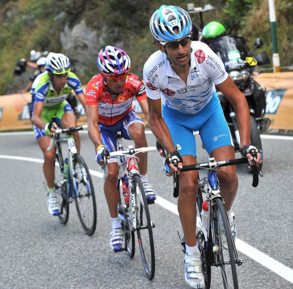Ezekiel Mosquera attacks in Stage 11 of the 2010 Vuelta (copyright Unipublic:Graham Watson)