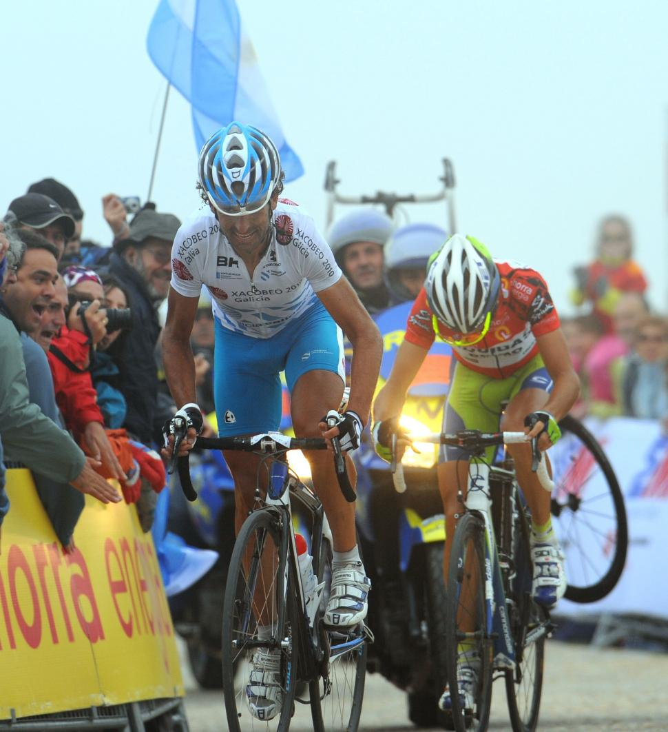 Mosquera wins from Nibali on the Bola del Mundo (copyright- Unipublic:Graham Watson)