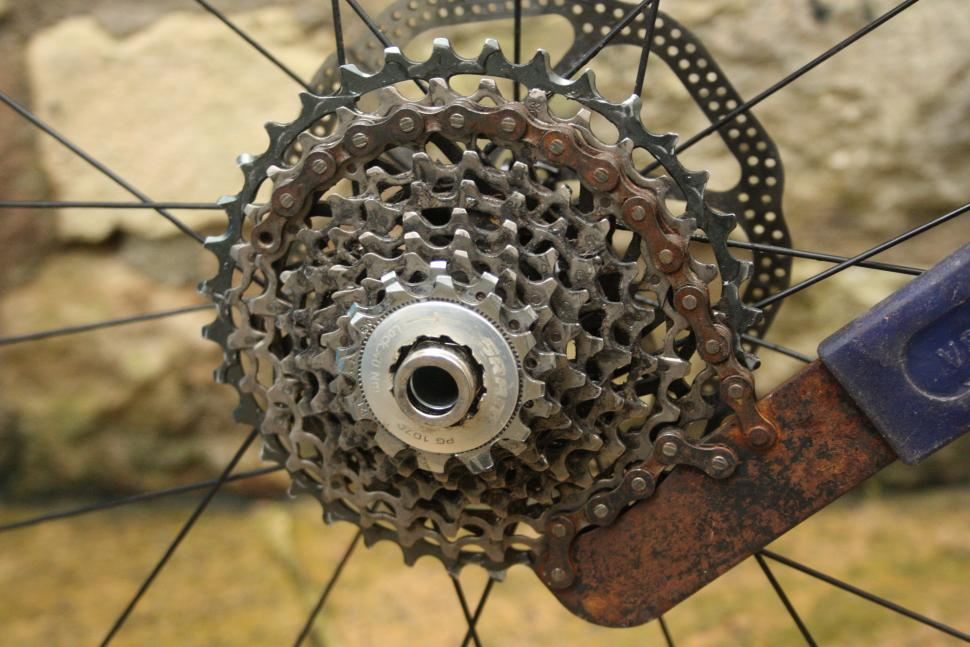 Bike Maintenance How To Fit And Remove A Sprocket Cassette
