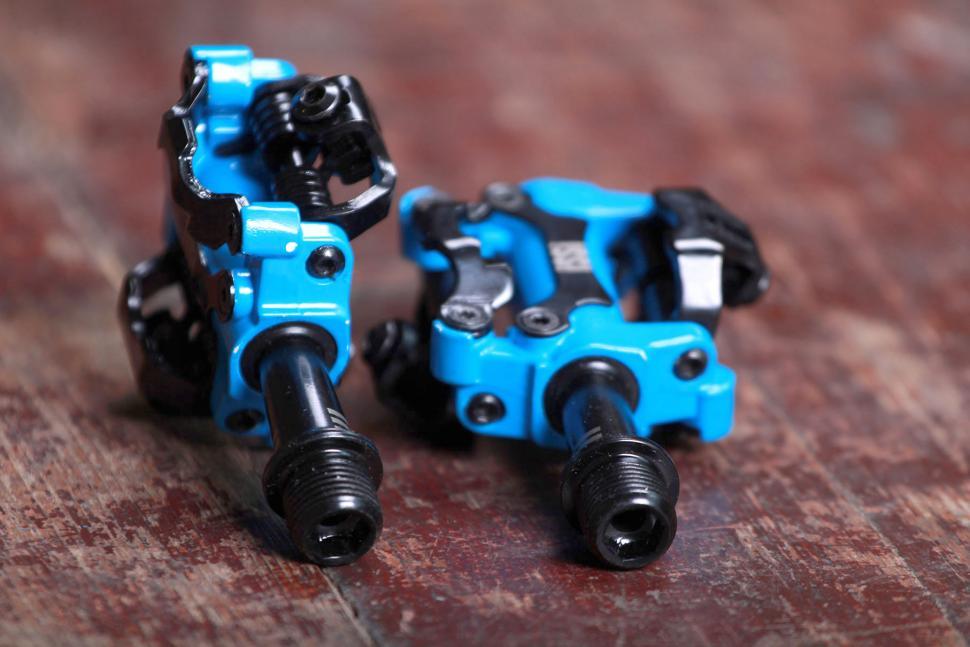 Issi II Triple pedals 3.jpg