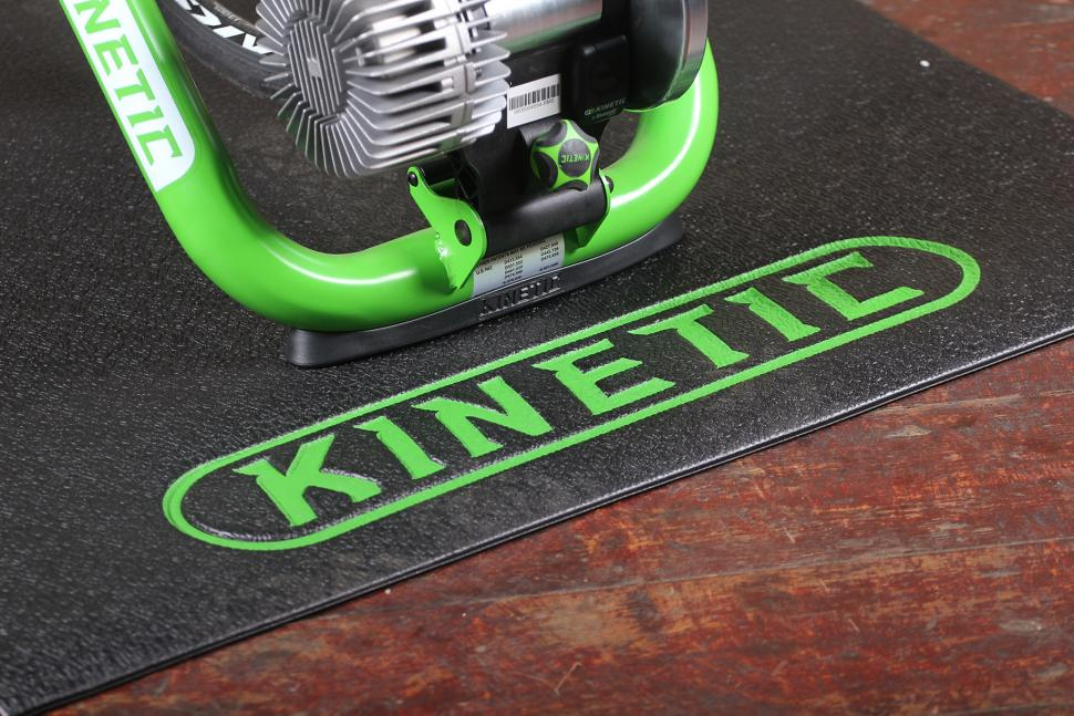 Kurt Kinetic Road Machine Smart - mat.jpg