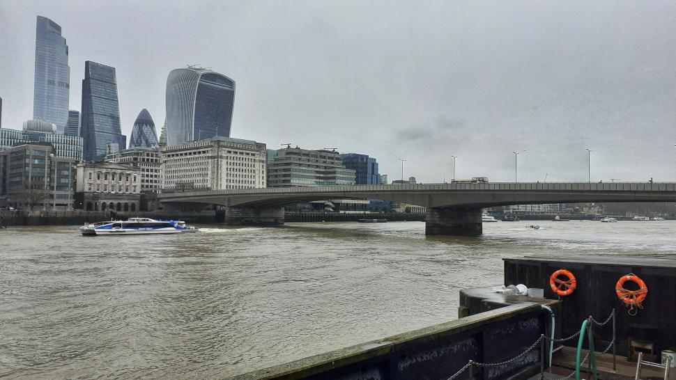 London Bridge to be closed to all traffic but bikes, buses and cabs for essential waterproofing works