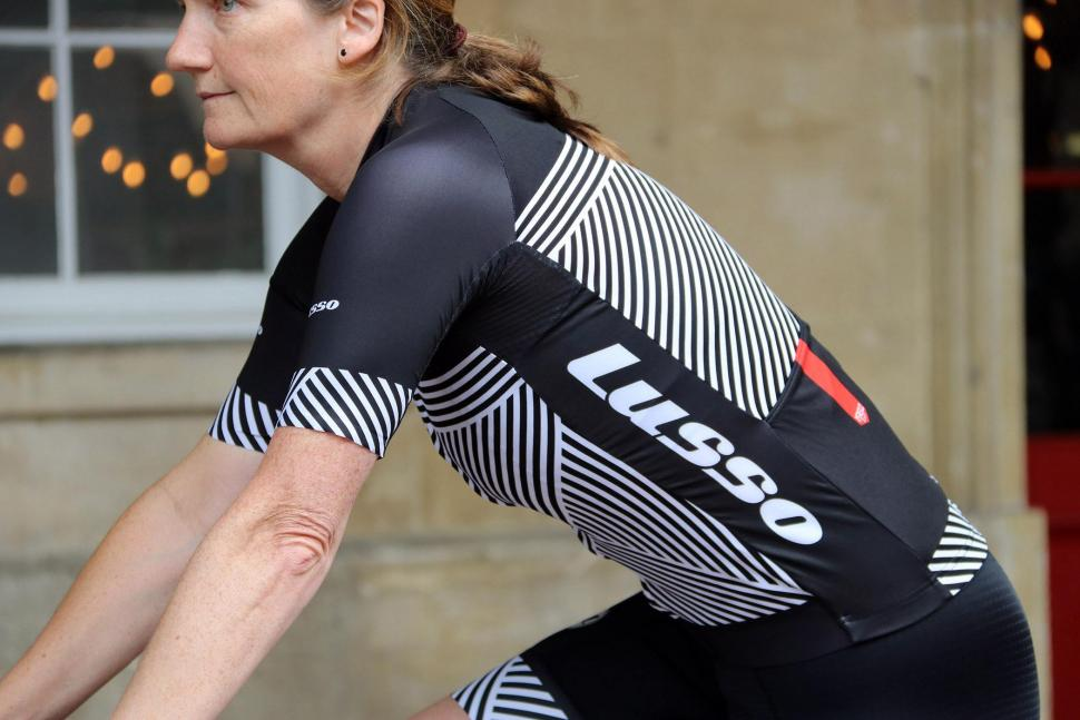Lusso Stripes S:S Ladies Jersey - riding.jpg