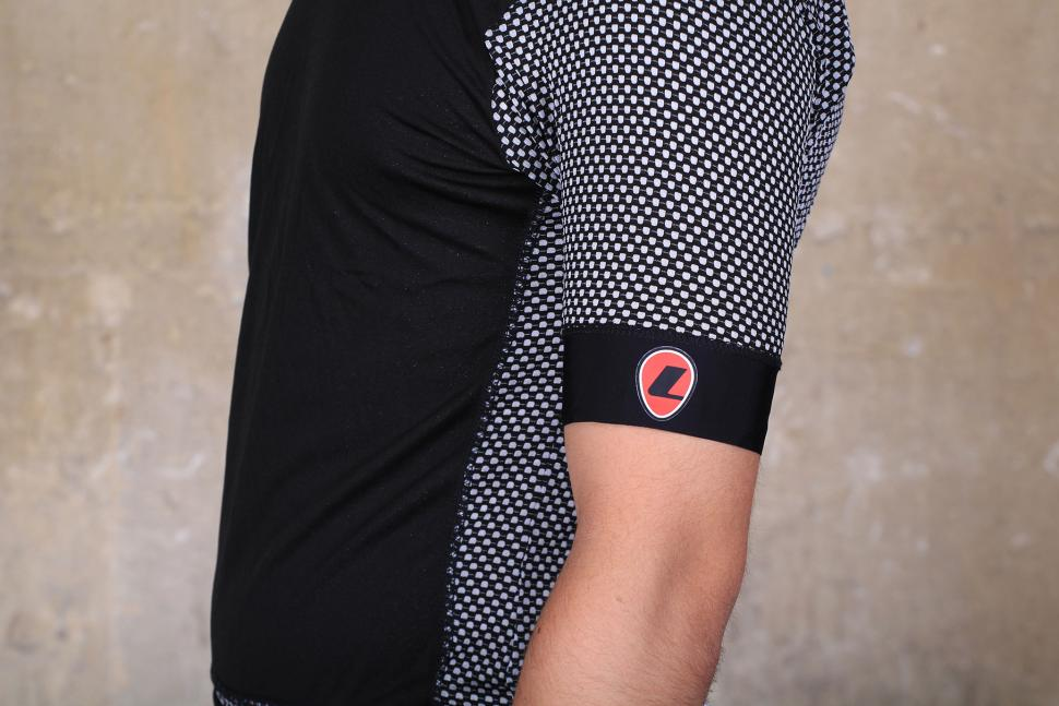 Lusso WindBloc S:S Base Layer - side.jpg