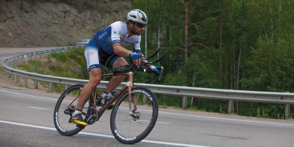 Mark Beaumont during his Artemis World Cycle challenge (via Twitter).jpg