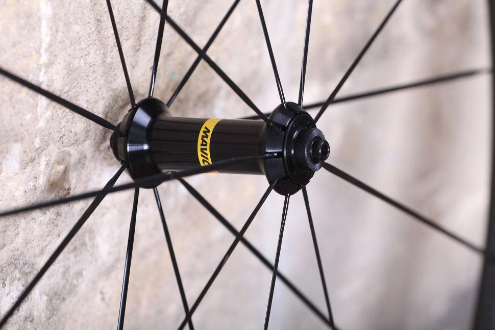 Mavic Cosmic Pro Carbon SL C wheelset - front hub.jpg