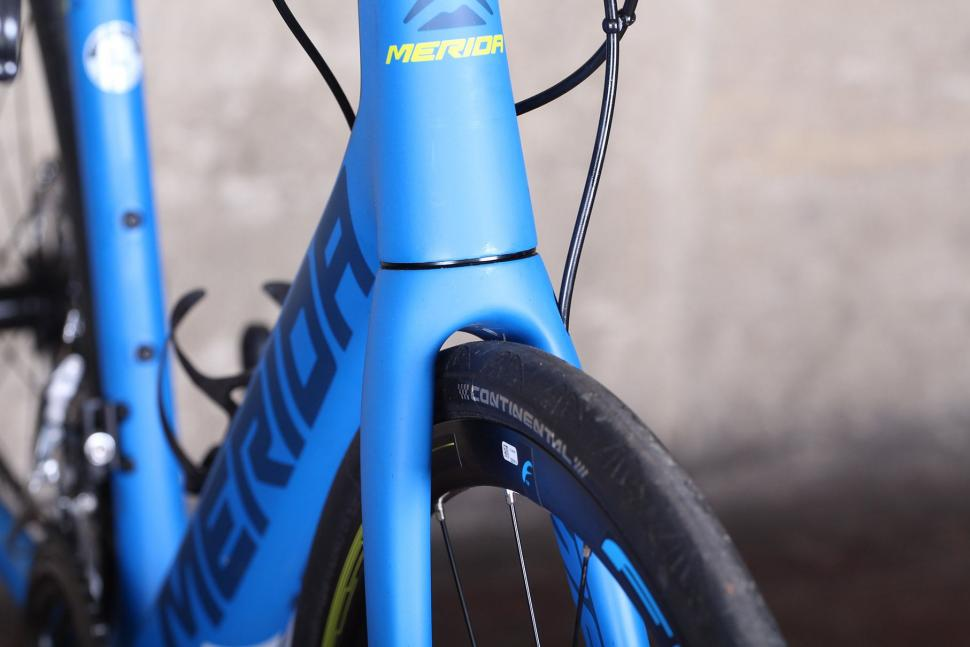 Merida Scultura 6000 Disc - fork clearance.jpg