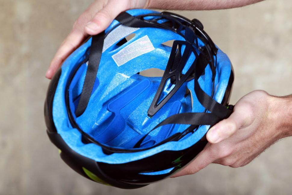 Met Manta Helmet - inside.jpg