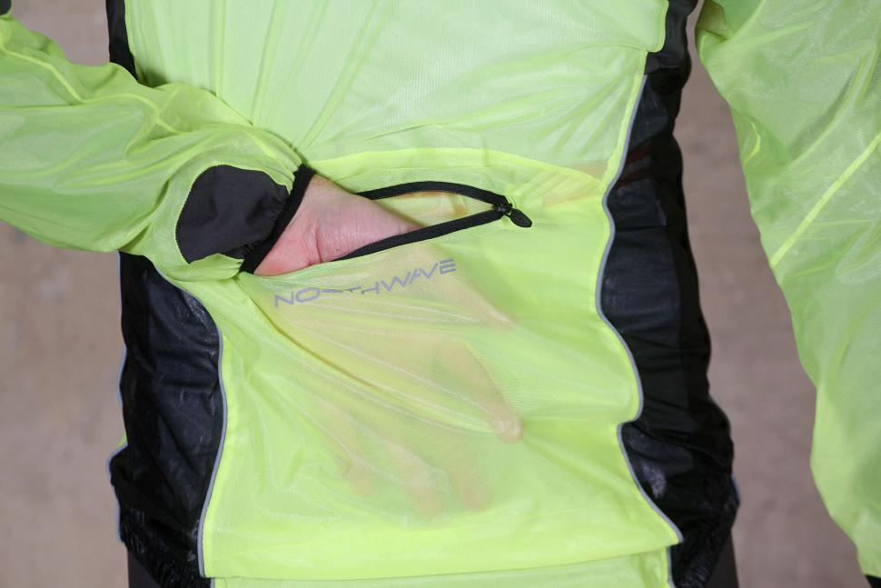 Northwave Acqua Pro Rainshield Jacket - pocket.jpg