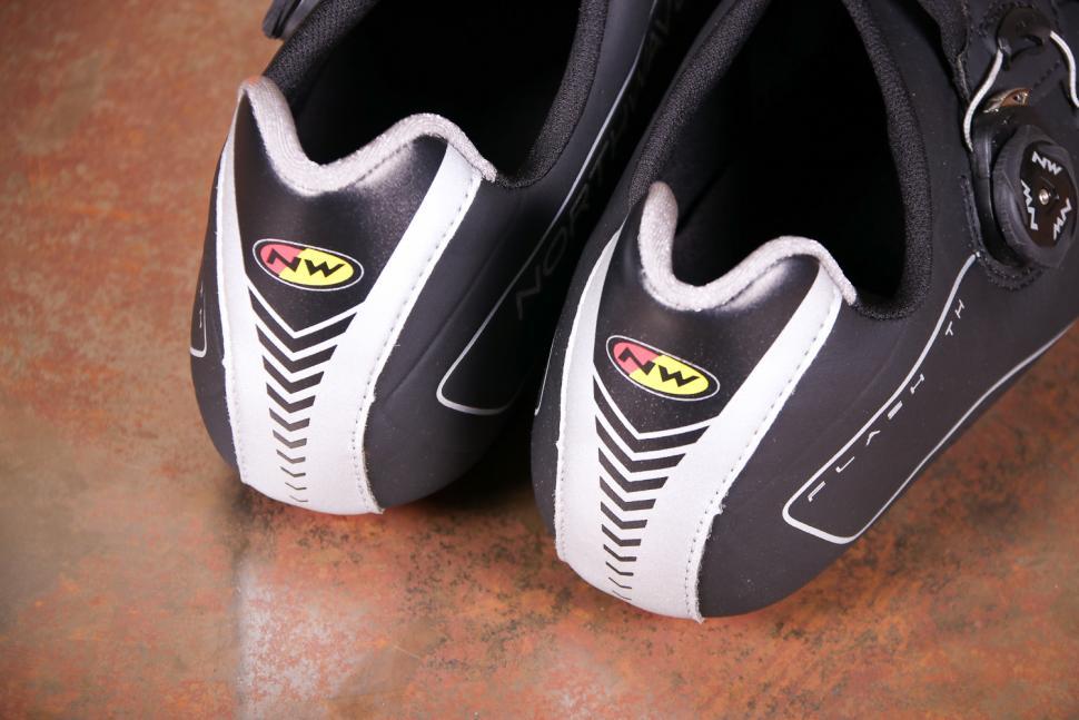 Northwave Flash TH Black - heels.jpg