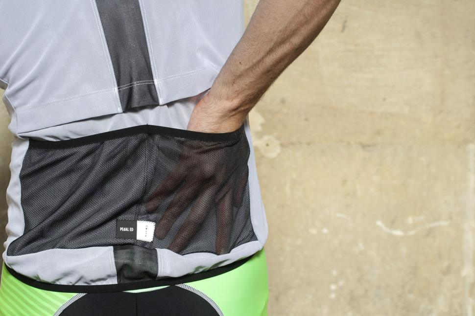 Pedaled Kaze Access Vest - back pocket.jpg