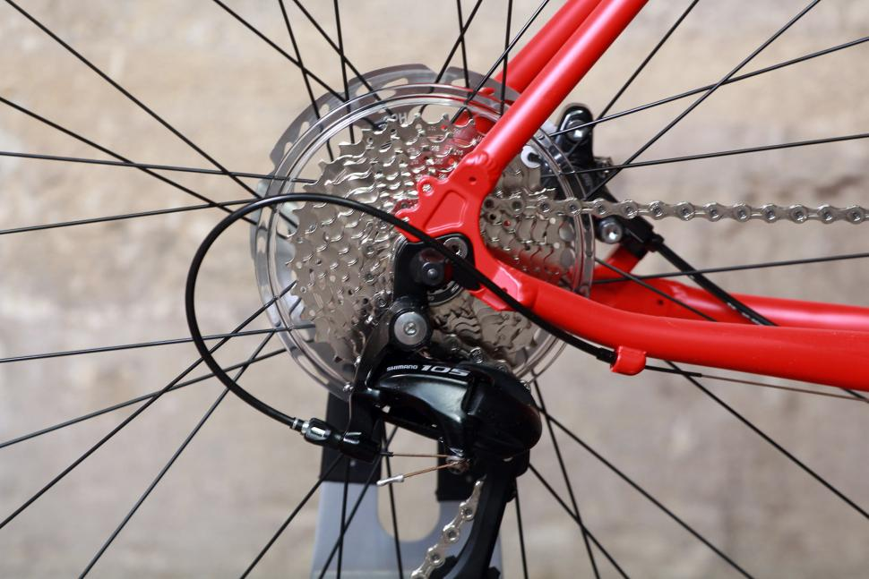 Pinnacle Arkose Four - rear dropout and cassette.jpg