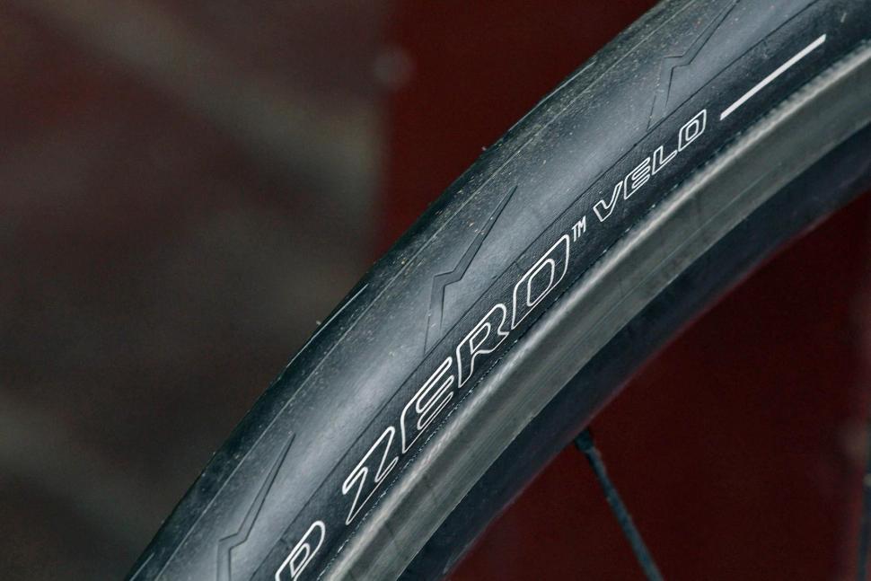review pirelli p zero velo folding tyre. Black Bedroom Furniture Sets. Home Design Ideas