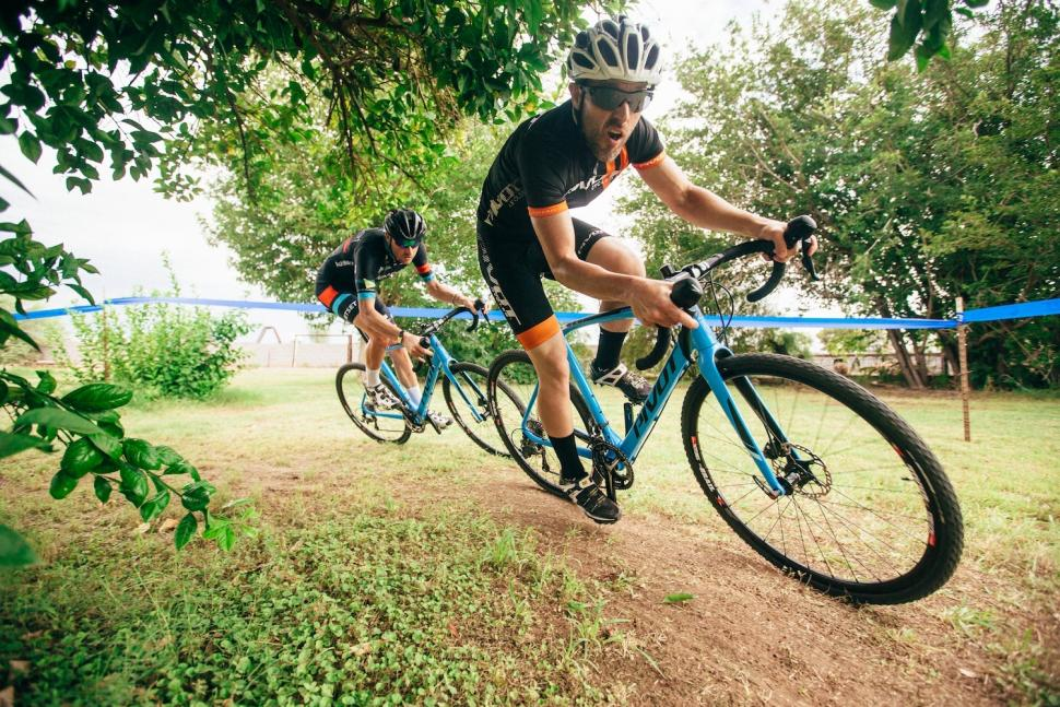 Electric Road Bike >> Pivot Vault cyclocross bike updated for 2017 with new carbon fork | road.cc
