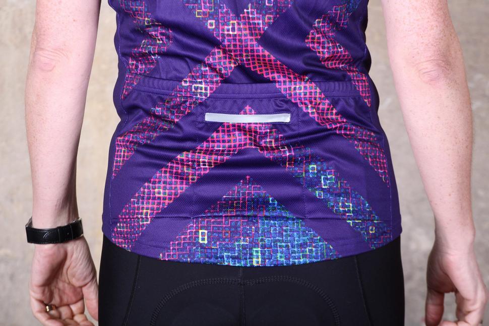 Primal Pixel18 Womens Cycling Jersey - pockets.jpg