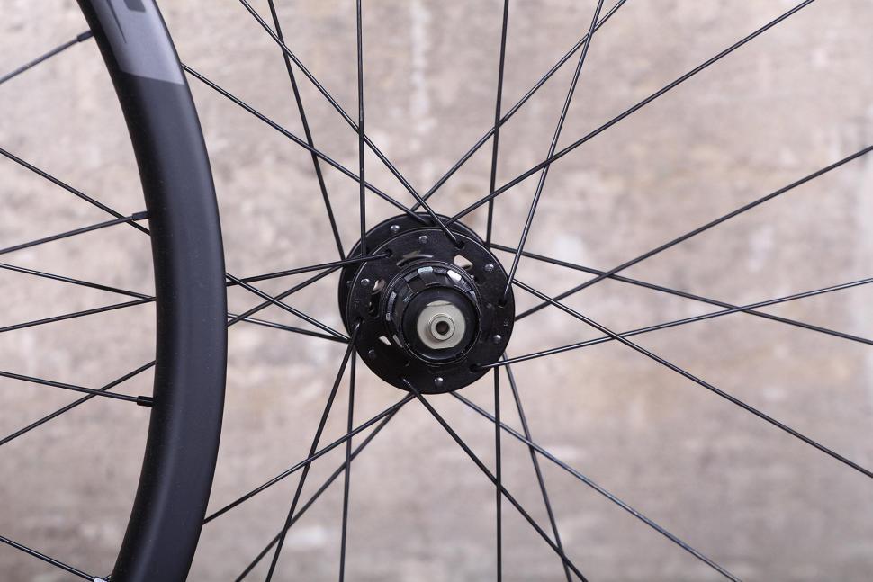 Prime RR-28 Carbon Clincher Disc Road Wheelset - rear hub.jpg