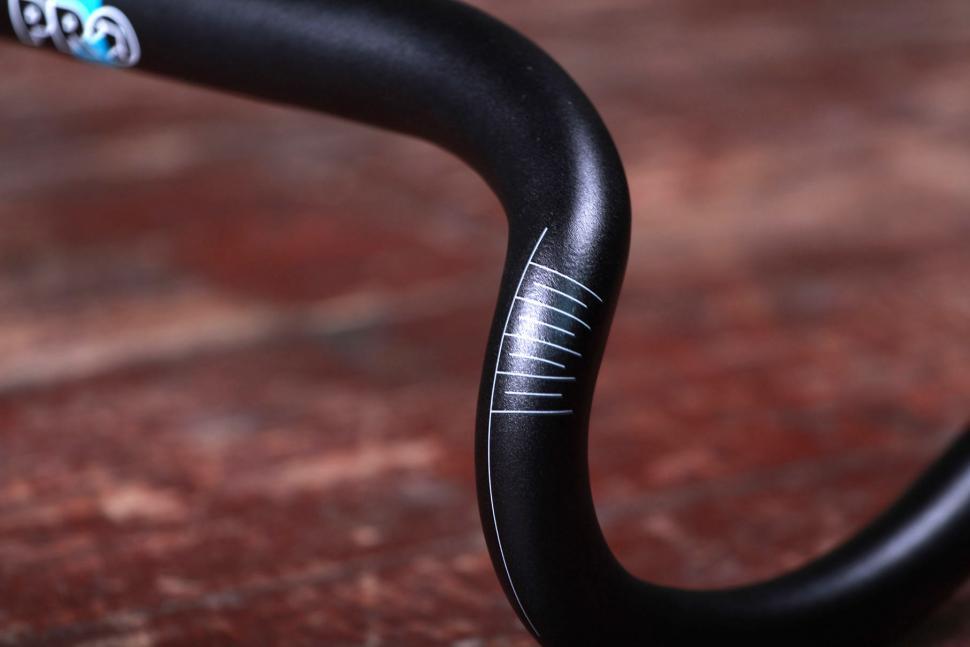 Pro Vibe 7S compact handlebar - bend.jpg