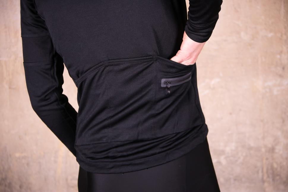 Rapha Classic Long Sleeve Jersey II - pockets.jpg