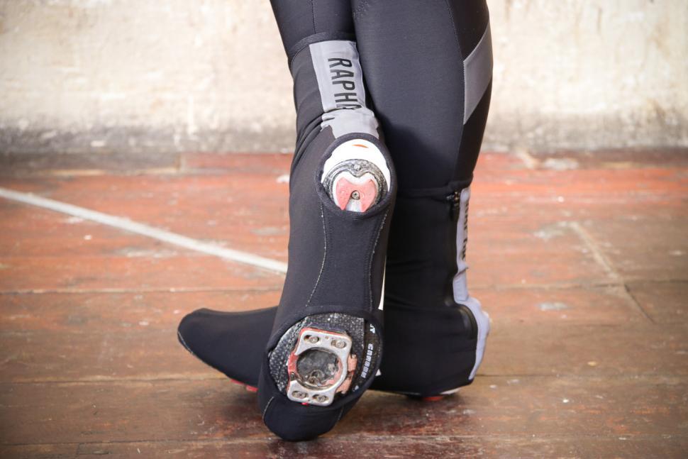 Rapha Pro Team Overshoes - sole.jpg