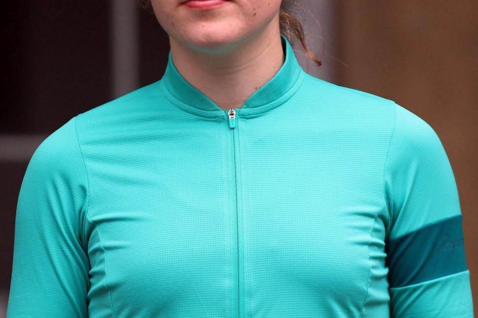 Rapha Womens Flyweight Jersey - chest.jpg