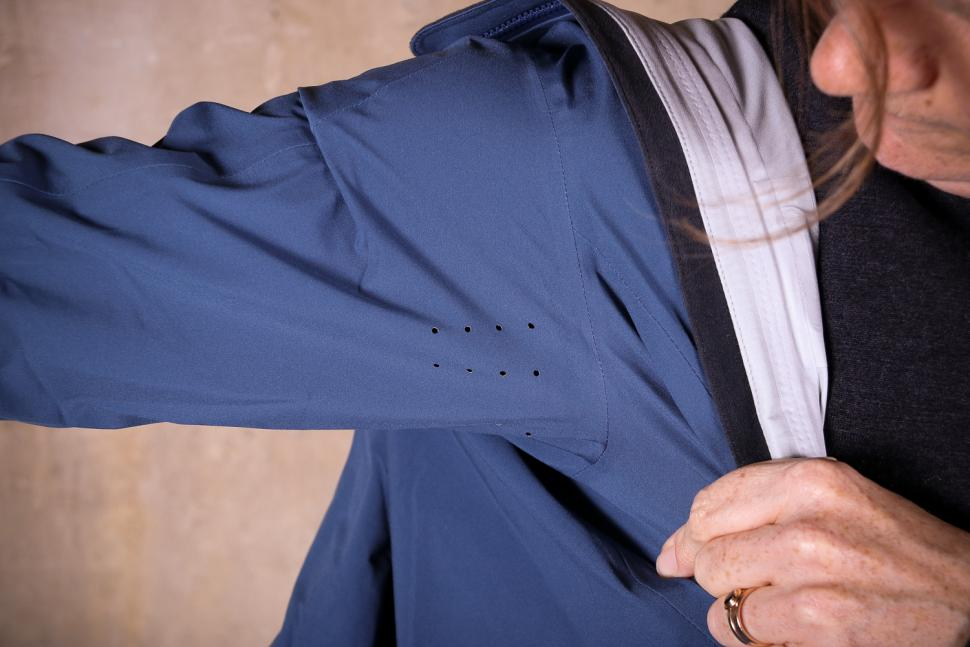 Rapha Womens Hooded Rain Jacket - under arm vents.jpg