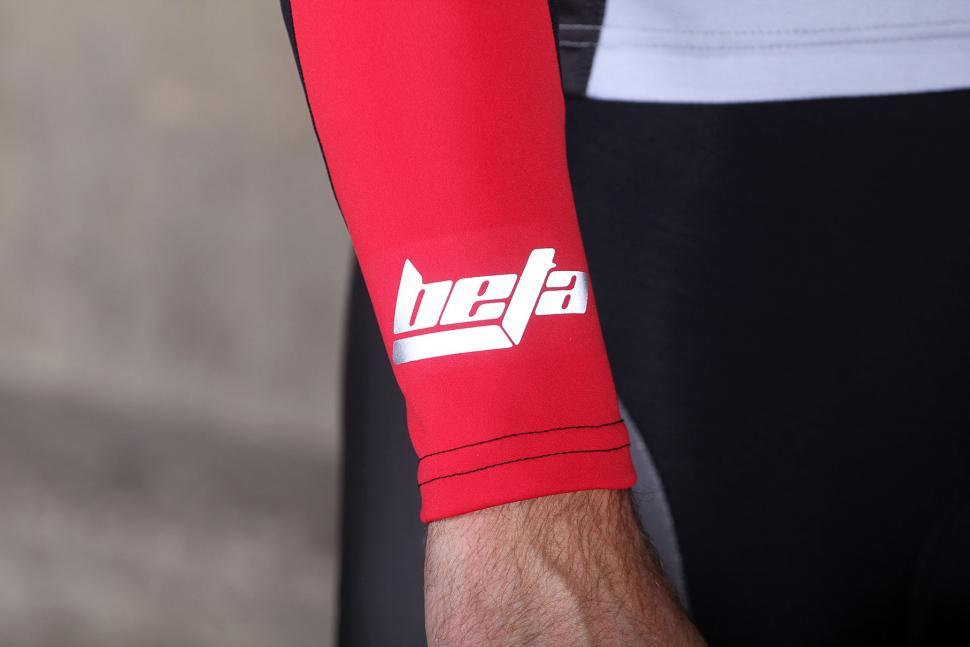 Santini Beta Arm Warmers - cuff reflective.jpg