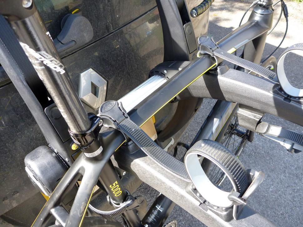 Saris Super Bones 3-Bike Rack - top tube.jpg