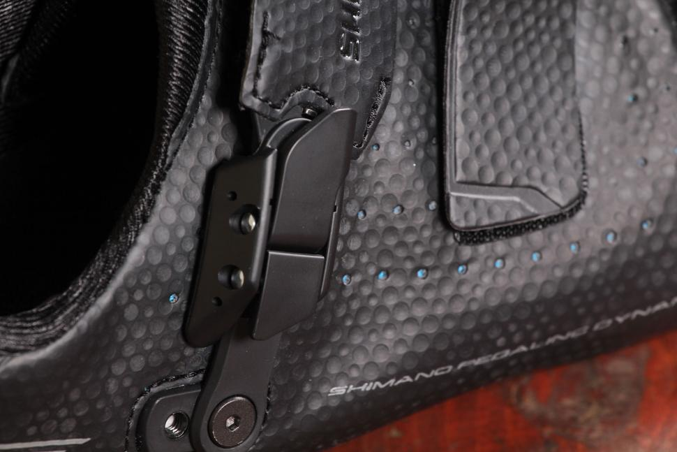 Shimano RP500 road shoe - ratchet.jpg