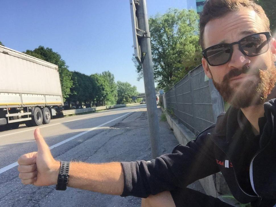 Simon Geschke thumbing for a lift (via Twitter).jpg