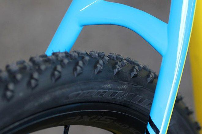 You'll find dirt-specific knobblies on dedicated cyclocross bikes